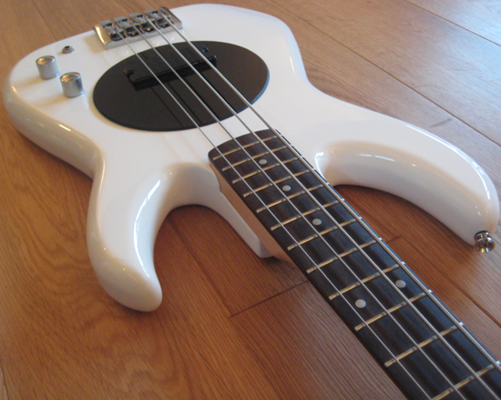 flea bass white red hot chilli peppers like new. Black Bedroom Furniture Sets. Home Design Ideas