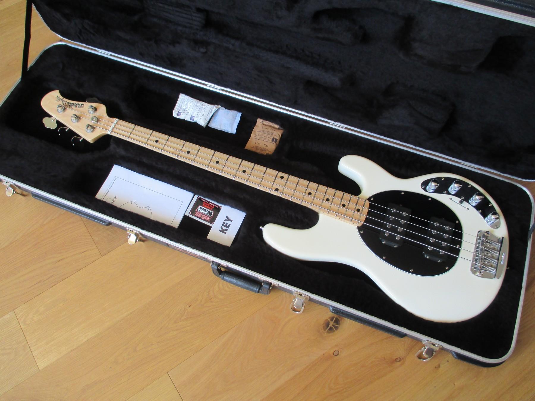 sold musicman stingray bass 4hh with original case classic cool guitars. Black Bedroom Furniture Sets. Home Design Ideas