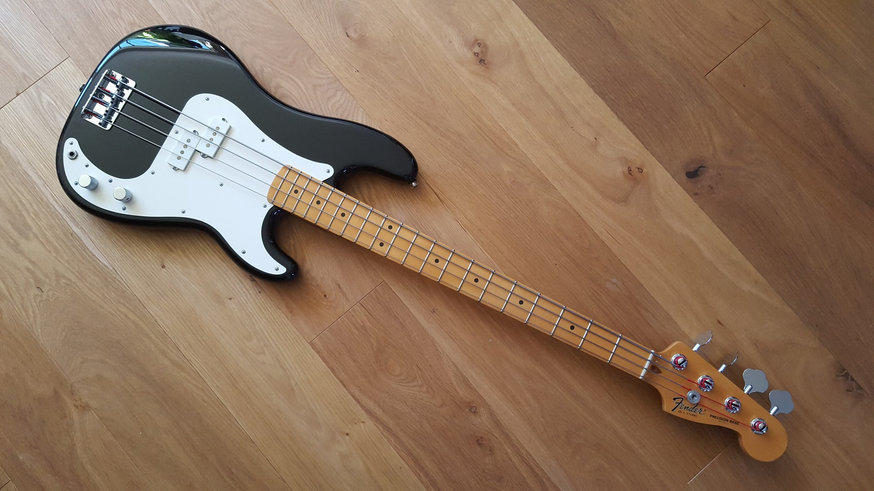 Sold 1983 Fender Precision Bass With Tweed Case Classic