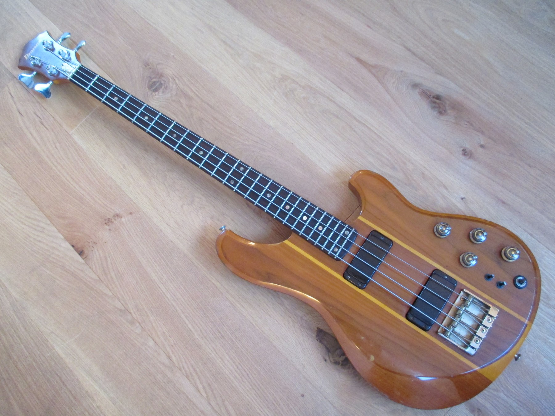 sold 1980 ibanez studio st824 bass with hard case classic cool guitars. Black Bedroom Furniture Sets. Home Design Ideas