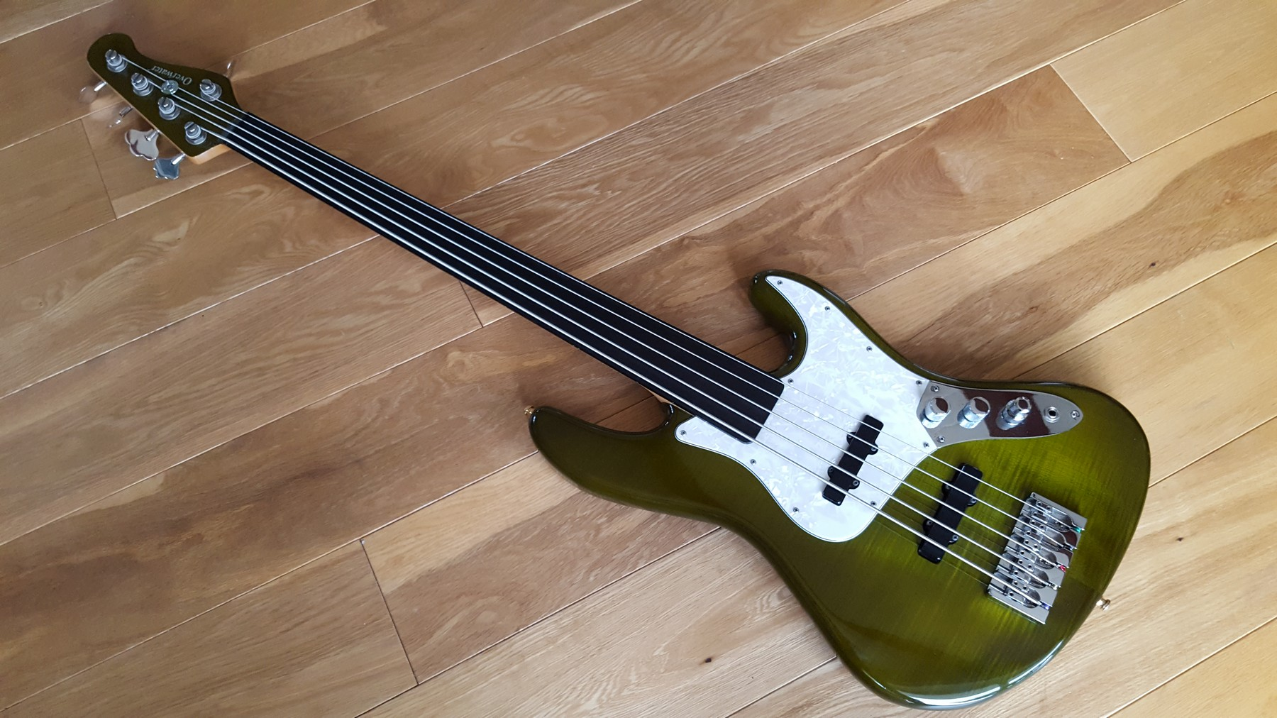 overwater 5 string fretless bass with hard case classic cool guitars. Black Bedroom Furniture Sets. Home Design Ideas