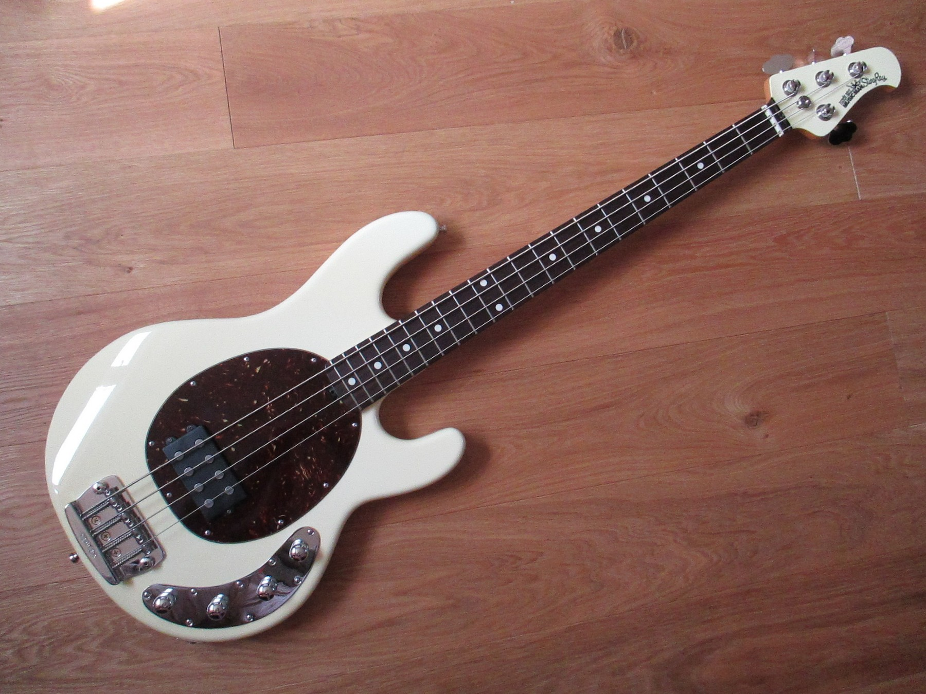 recently sold 2006 musicman stingray bass 3 eq classic cool guitars. Black Bedroom Furniture Sets. Home Design Ideas