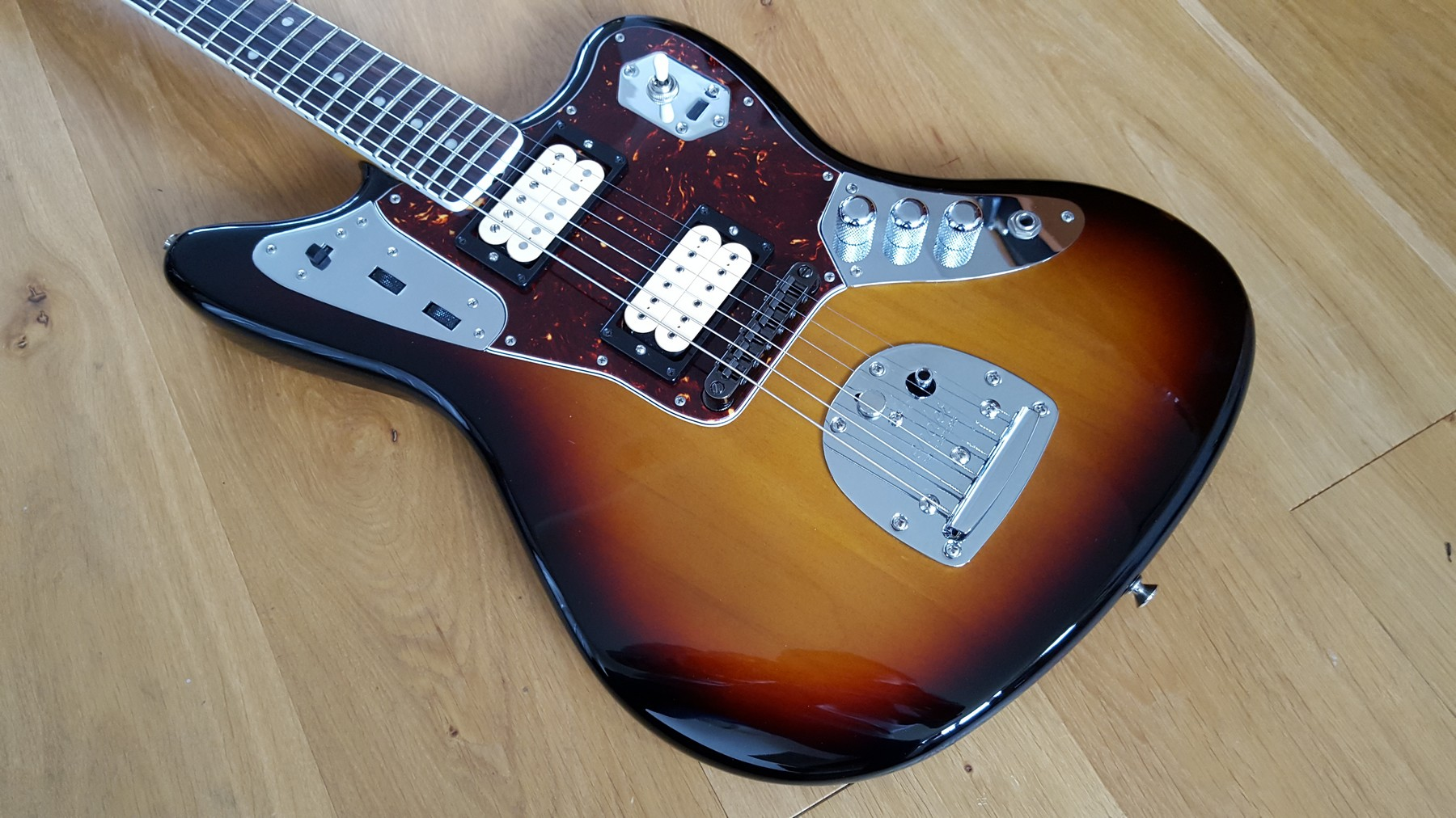 sold fender jaguar kurt cobain nos sunburst classic cool guitars. Black Bedroom Furniture Sets. Home Design Ideas
