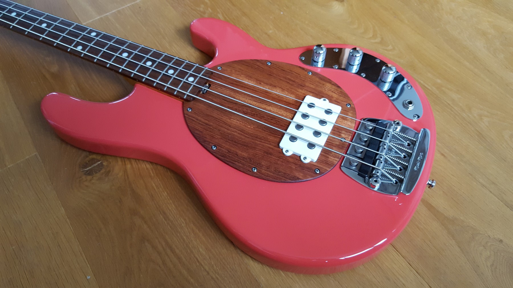 sold musicman stingray classic coral red classic cool guitars. Black Bedroom Furniture Sets. Home Design Ideas