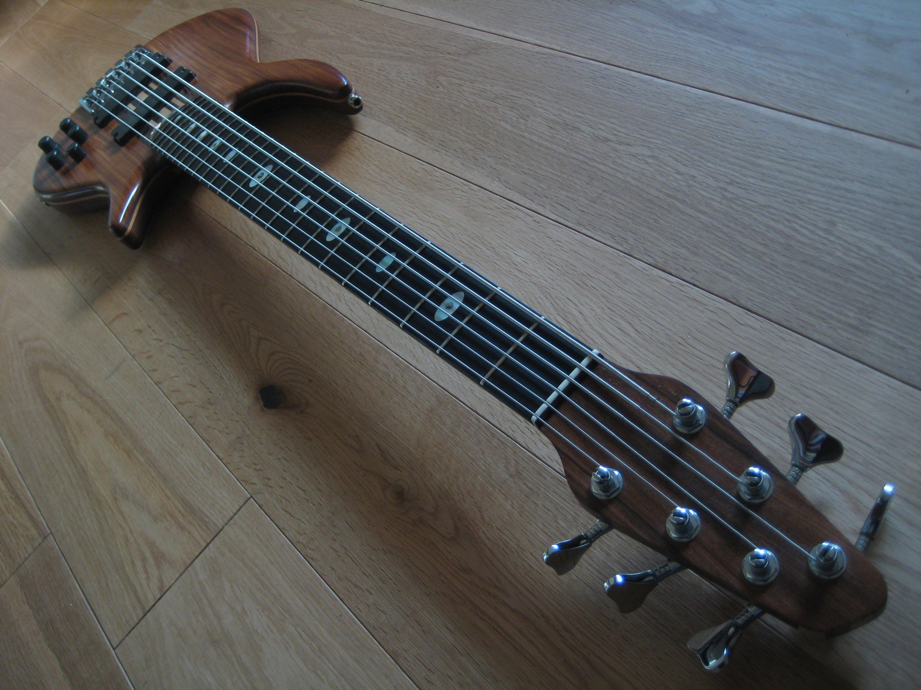 sold warwick stevenson custom made 6 string bass classic cool guitars. Black Bedroom Furniture Sets. Home Design Ideas