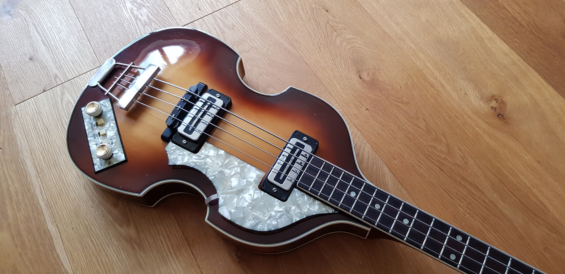 hofner violin bass made in germany circa 1966 classic cool guitars. Black Bedroom Furniture Sets. Home Design Ideas
